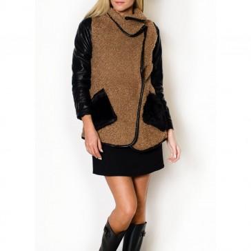 Stilingas paltukas su kailinėmis kišenėmis